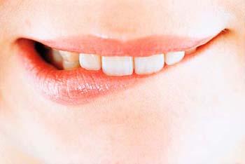 Укусите себя за нижнюю губу