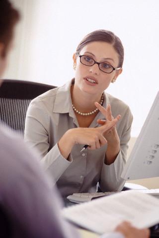 Если после всего этого в окончательно установленные временные рамки сотрудник не продемонстрировал реального улучшения, призовите ее/его к дисциплине в строгой форме