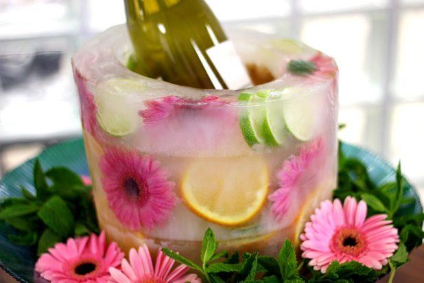 Как сделать праздничное ледяное ведерко для шампанского и др. напитков