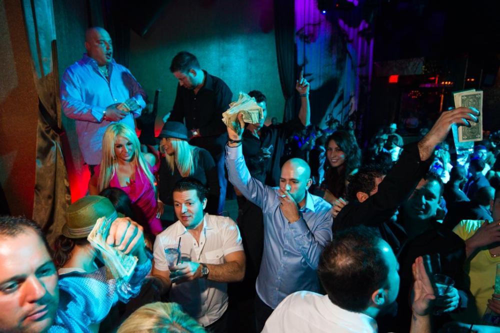 вечеринка богатых VIP