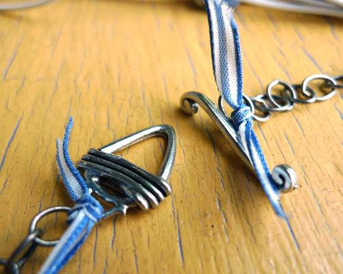 К противоположным концам цепочек крепим свои части застежки