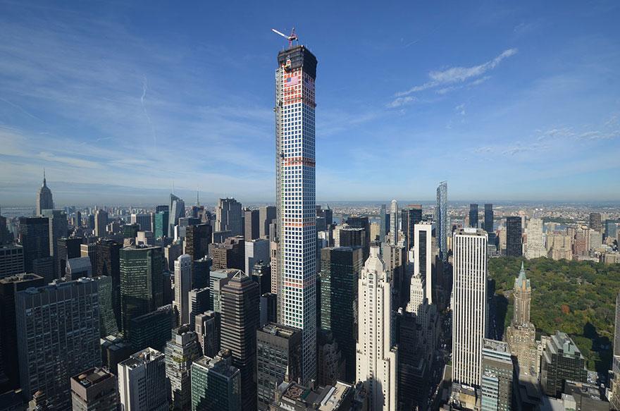 432 Парк-Авеню (432 Park Avenue) - апартаменты/квартира/пентхаус в полукилометре над городом в Нью-Йорке: вид на башню снаружи