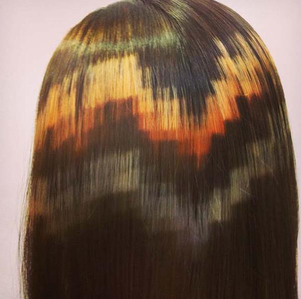 Графический рисунок может состоять из нескольких контрастных цветов на волосах