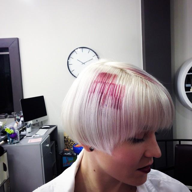 """""""Pixelated Hair"""" на коротких волосах пепельной блондинки"""