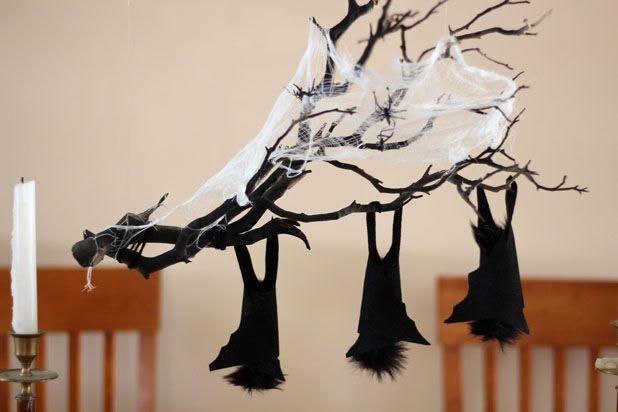 Как сделать ветку с паутиной и летучими мышами для декора на Хэллоуин