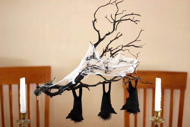 готовая ветка с летучими мышами для декора помещений на Хэллоуин