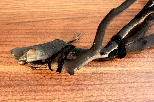 Если вы используете две ветки вместо одной, хорошо бы помимо проволоки склеить их