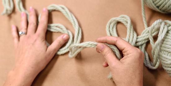 ачните с того, чтобы отложить от строенного кончика пряжи «хвост» в 1,4 м