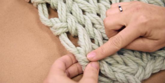 узлы по бокам будут чередоваться от чересчур свободных к чересчур сильно затянутым