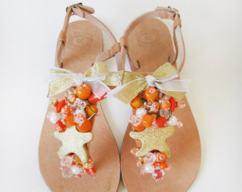 мода весна 2014: цветастые сандалии в стиле хиппи