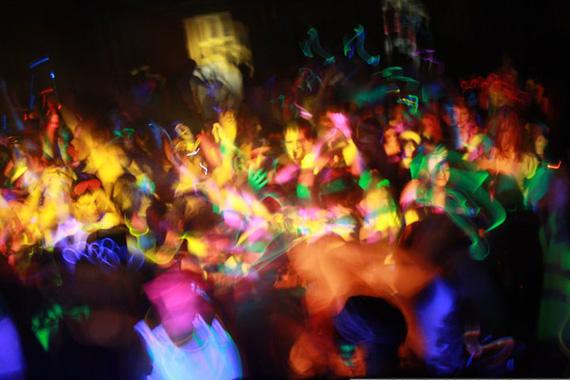 Как устроить вечеринку в стиле техно
