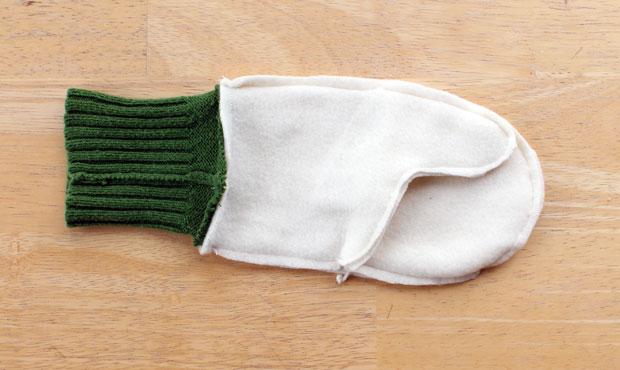 пришитая манжета-резинка на подкладке варежки, вывернутые наизнанку