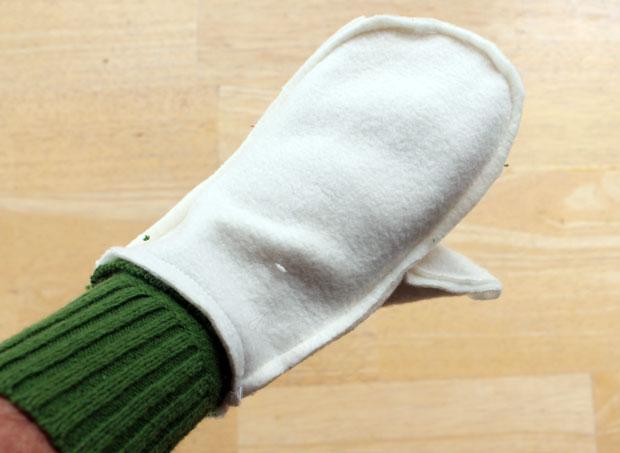 подкладка варежки с резинкой на руке