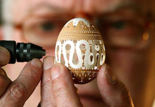 Как делать резьбу по яичной скорлупе: вычищаем, укрепляем, вырезаем. К Пасхе!