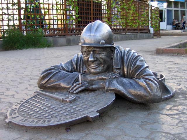 памятник водопроводчику, Омск