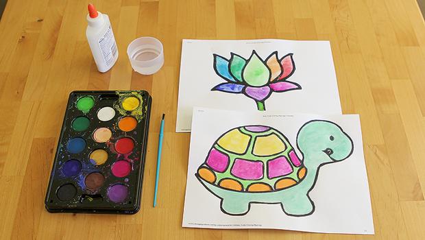 рисунки в стиле цветного стекла черепаха черепашка, краски гуашь акварель клей кисточка на столе цветок