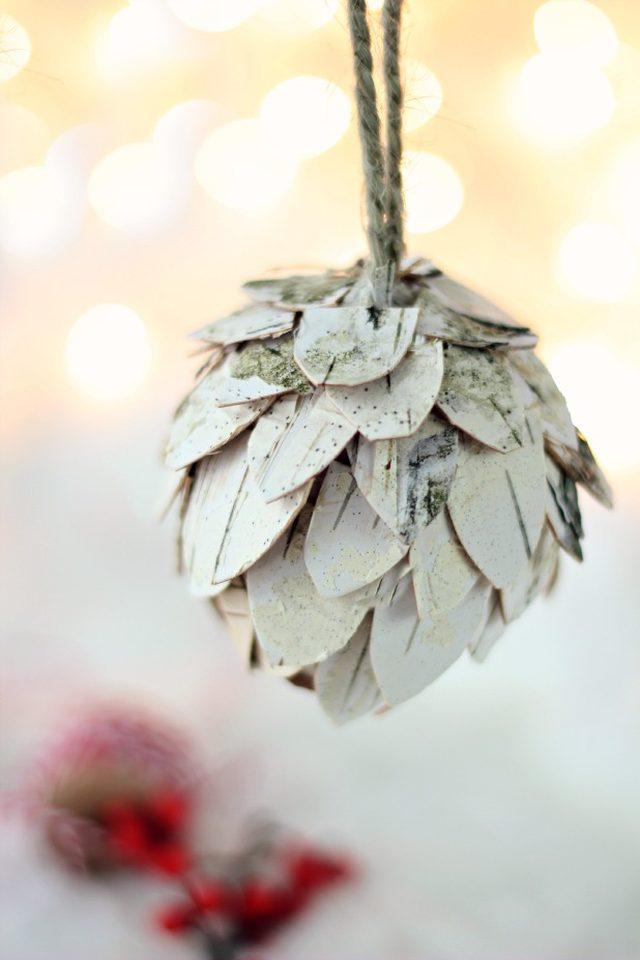 Как сделать простые, но эффектные зимне-новогодние элементы декора - шишка из березовой коры своими руками