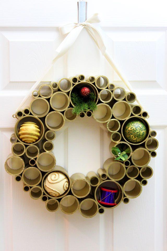 Как сделать простые, но эффектные зимне-новогодние элементы декора - новогодний праздничный венок из ПВХ-труб