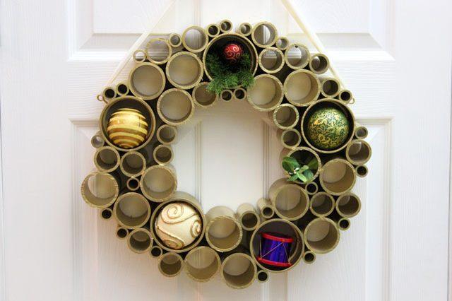 Как сделать простые, но эффектные зимне-новогодние элементы декора - новогодний праздничный венок из картонных трубок