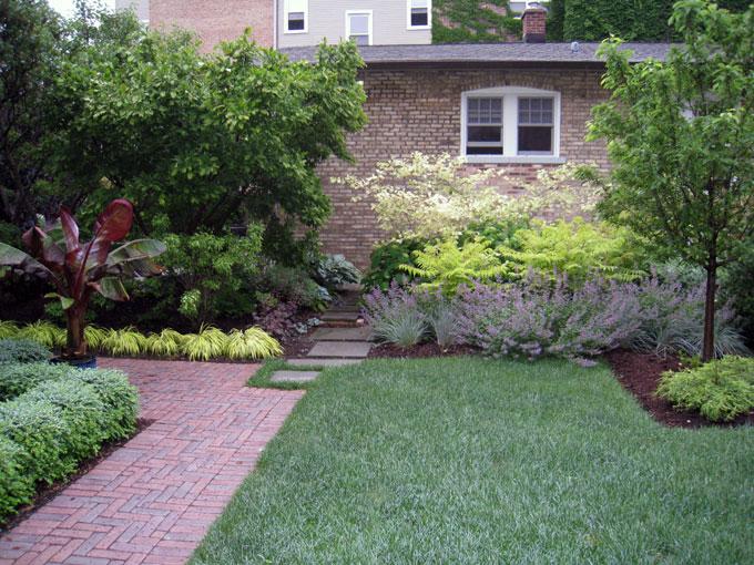 Как добиться уединения на дачном участке: современные заборы и аналоги - многоуровневое заграждение из деревьев, кустов, цветов