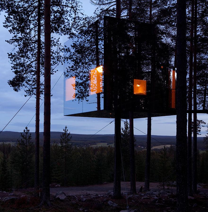 Зеркальный куб - часть отеля в Швеции, «Treehotel», Харадс,