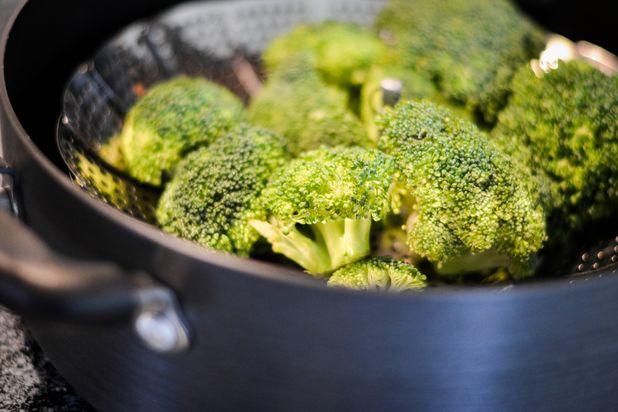 бланшировка овощей на металлической сетке