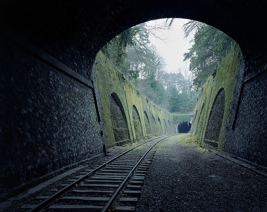 Еще одна оставленная людьми железная дорога в Париже, Франция. Дороге более 150-ти лет.