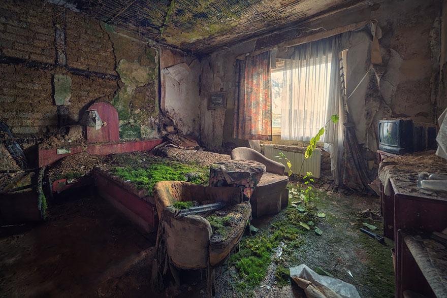 Комната в заброшенной гостинице (место неизвестно)
