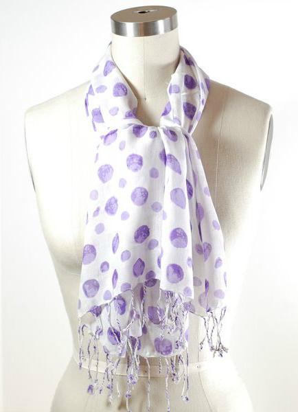 Легкий шарф, узел Эскот или Аскот