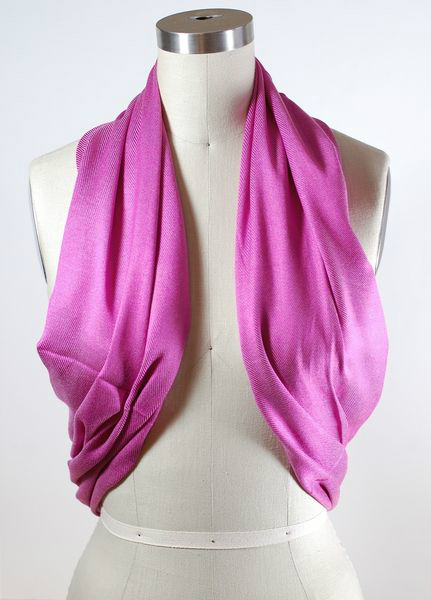 Легкий шарф носим, как жакет