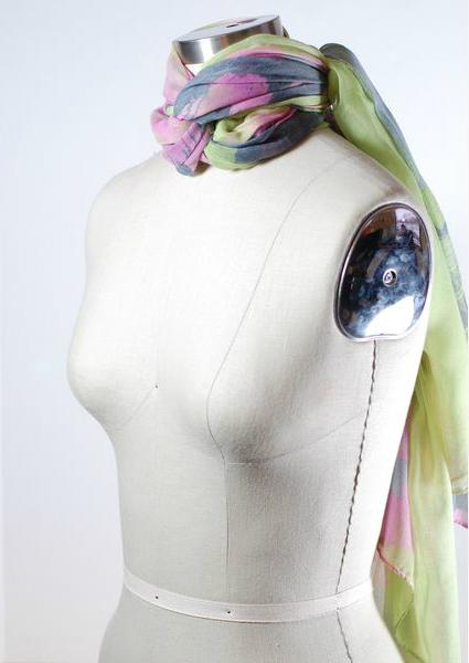 легкий шарфик, завязанный на цепной узел