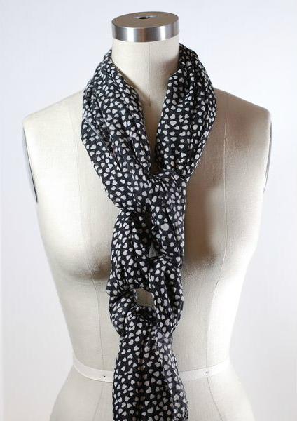 легкий шарфик, завязанный цепочкой