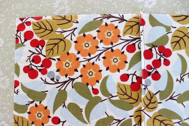 обработка швов при шитье: французская техника - положите ткань так, чтобы сдвоенный необработанный край смотрел вверх