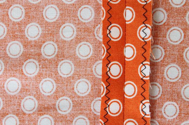 Застрачивание поверх краев зигзагом - обработка швов при шитье