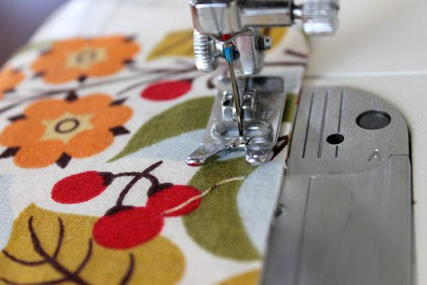 обработка швов при шитье: французская техника - прострочите край, используя припуск в 0,95 см