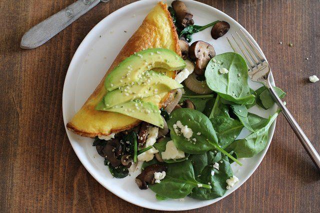 Как выглядит Топ-10 рецептов самых здоровых (и вкусных) завтраков – Омлет, богатый омега-кислотами