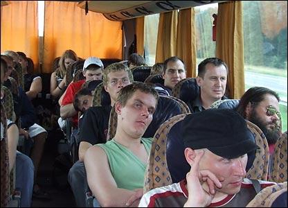 Проход в автобусе и места посередине