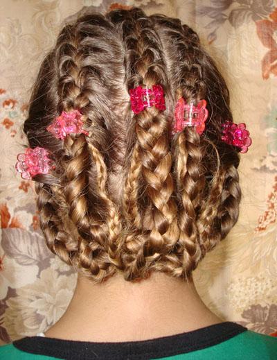 На ночь влажные волосы можно заплести в косу/фразцузскую косу или в несколько косичек