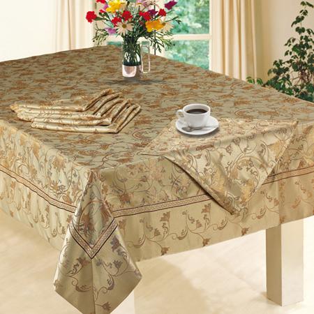 Отчистите полностью (и ножки в том числе) и отполируйте обеденный стол и украсьте его так, будто ждете гостей