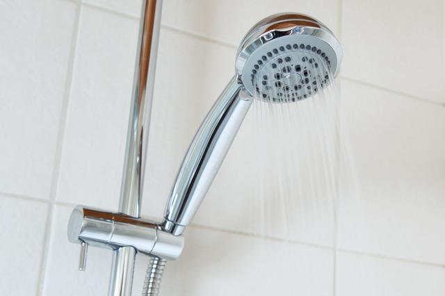 принимать душ в жару