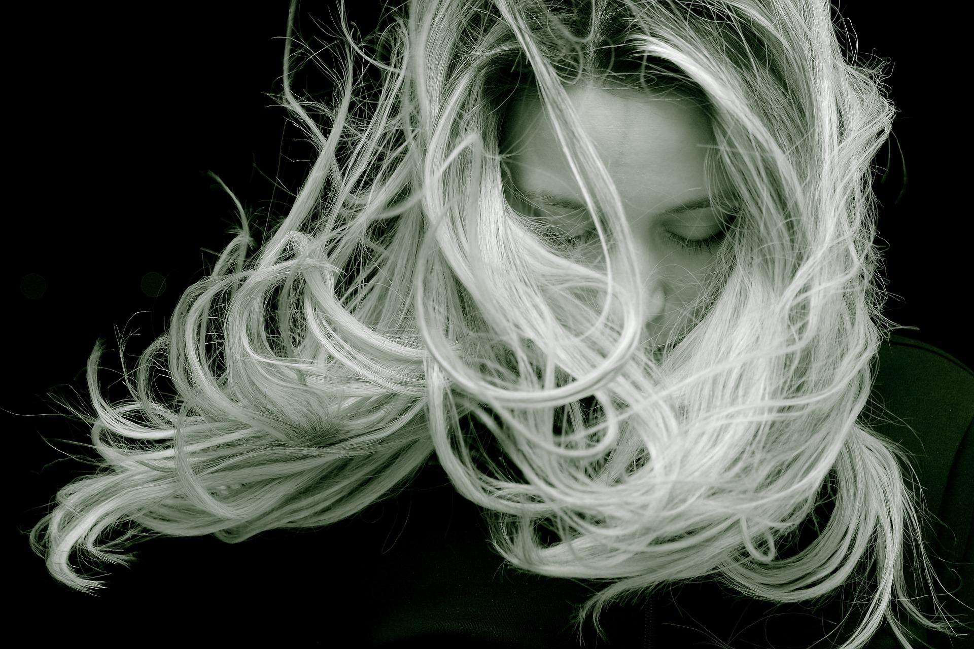 Как вывести запах с сожженных волос