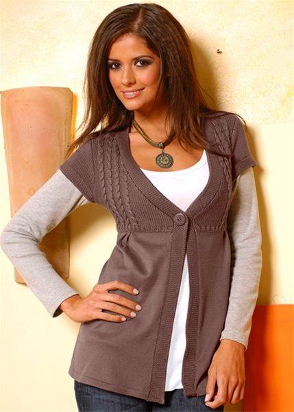 Для романтичного и нежного внешнего вида оденьте вместе с вашим платьем небольшой, винтажный, расстегнутый кардиган
