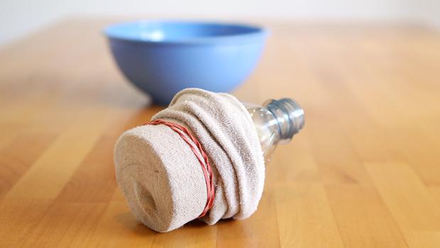 носок на пластиковой бутылке: палочка для выдувания мыльных пузырей каскадом цепочкой