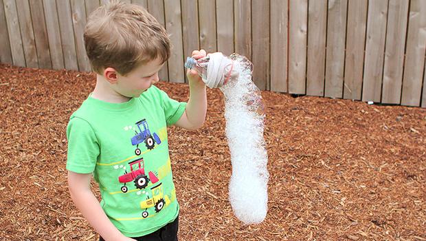 каскад мыльных пузырей ребенок мальчик