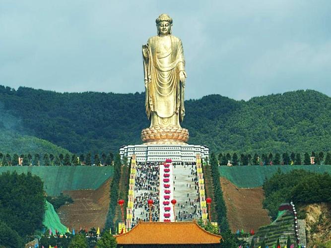 Скульптура Будды Весеннего Храма в Китае - наиболее высокая в мире