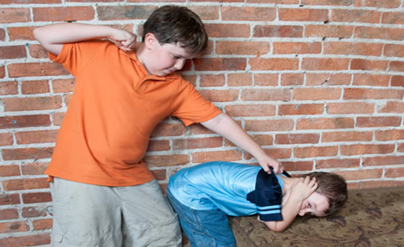 Другие дети, наоборот, пытаются использовать негативное поведение и давление, чтобы вписаться, найти свое место в окружающем социуме