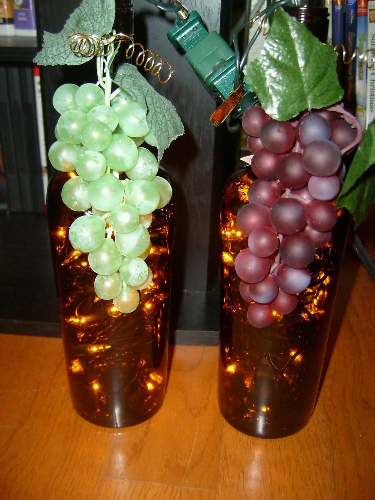 бутылка-светильник с виноградом