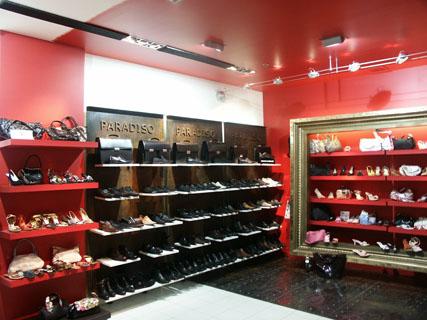 Комплектация магазинов одежды под ключ.