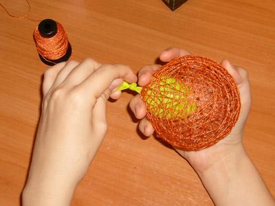 Поделка из новогодних шаров своими руками