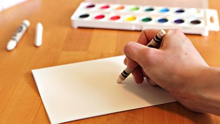 попросите детей нарисовать картинку и/или сделать какую-то особую надпись